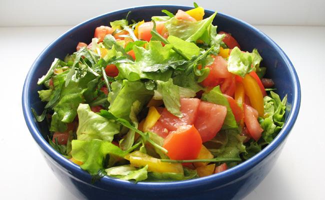 Постный салат с рукколой