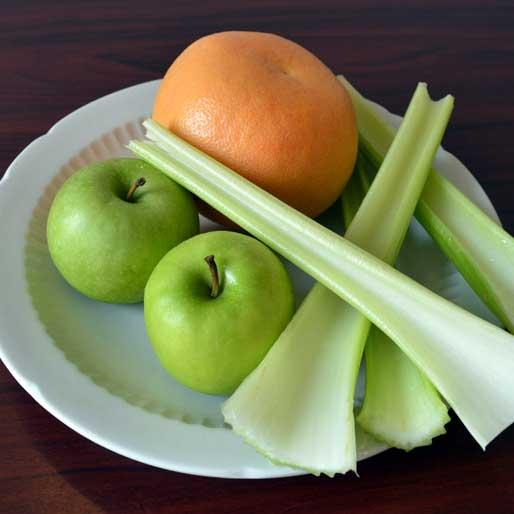 Свежевыжатый фреш (сельдерей, яблоки, грейпфрут)